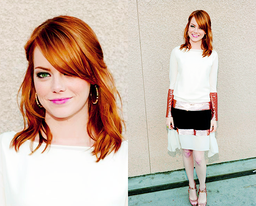 एमा स्टोन वॉलपेपर probably containing a playsuit, a top, and a legging titled emma stone;