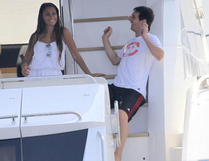 messi and antonella in ibiza