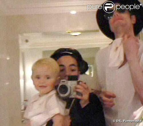 The MJ Fanpop family L.O.V.E. wallpaper probably with a portrait entitled michael with omer and prince