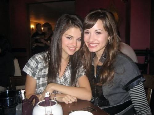 sely&demi