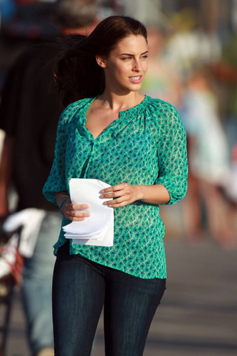 "A radiant Jessica Lowndes takes a break from filming a romantic de praia, praia scene on the set of ""90210"""