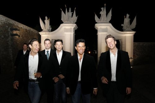 Il Divo wallpaper containing a business suit called After Party Yesterday in Bratislava...kisses
