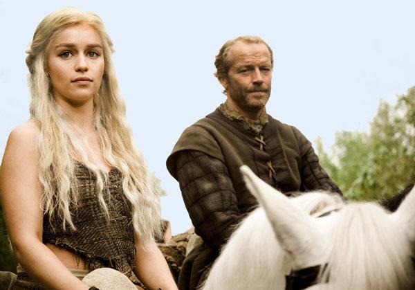PERSONAJE FAVORITO DE GAME OF THRONES Daenerys-Targaryen-and-Jorah-Mormont-house-targaryen-24524376-600-419