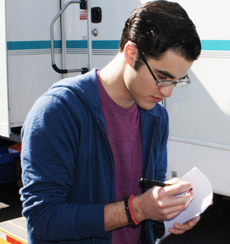 Darren Criss 壁紙 possibly with a sign titled Darren