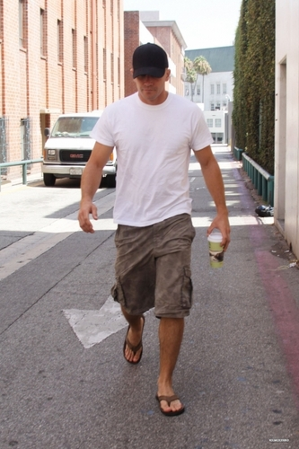 Jake Gyllenhaal Visiting A Medical Center In Beverly Hills On August 12