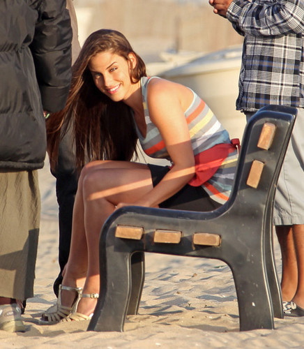 "Jessica Lowndes films a romantic пляж, пляжный scene on the set of ""90210"" in Los Angeles"