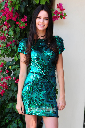Kendall Jenner: चित्र Session outside her घर in Calabasas, August 12