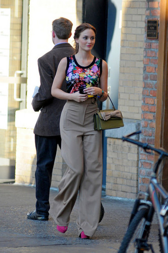 "Leighton Meester wears a pair of high waisted pants on the set of ""Gossip Girl"" in NYC"