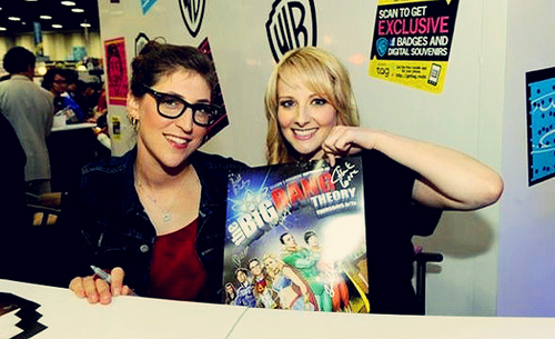 Mayim Bialik and Melissa Rauch at Comic Con