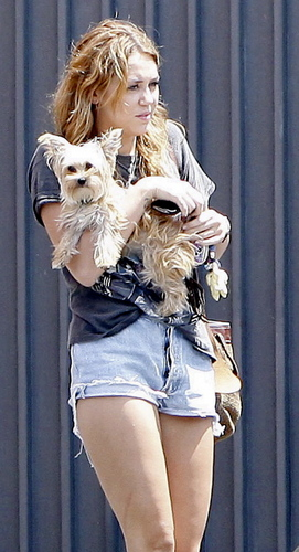 Miley in Beverly Hills [12th August]