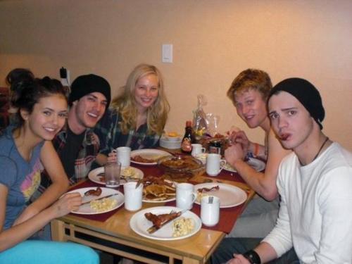 New/Old foto of Candice and some of the TVD cast!