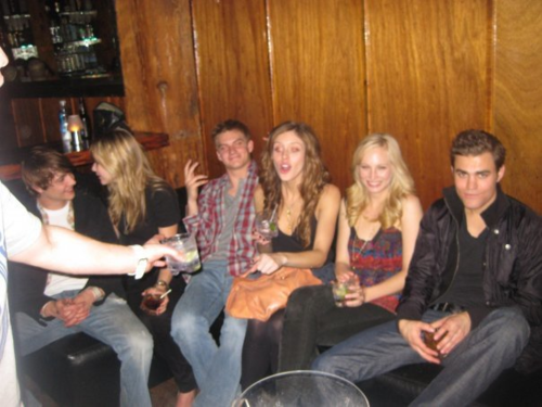 New/Old fotos of Candice and some of the TVD cast!