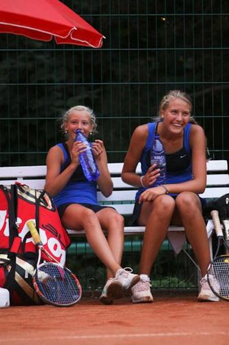 SEXY BLUE TENNIS GIRLS