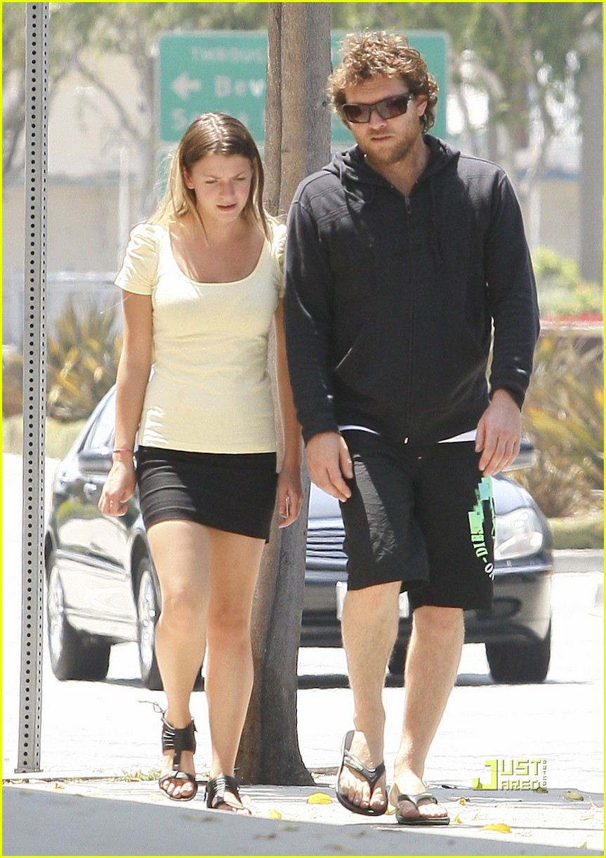 Sam Worthington Goes Out with His Girlfriend