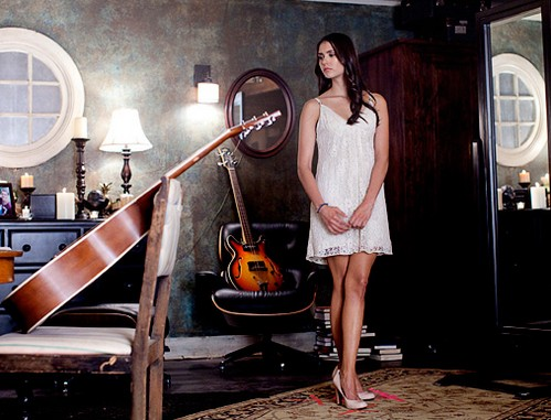 Elena Gilbert wallpaper probably containing a turntable, a living room, and a drawing room entitled TVD Season 3 Set foto