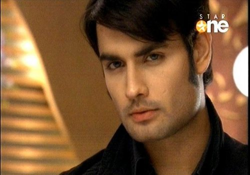 Vivian Dsena karatasi la kupamba ukuta possibly containing a portrait titled Vivian Dsena