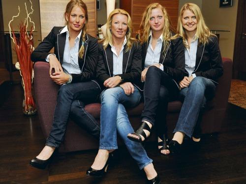 blond team