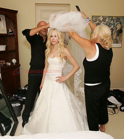 avril lavigne vera wang wedding dress. 8 (Avril Lavigne#39;s Wedding