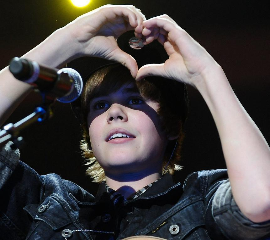 justin bieber heart sign. JB showing the heart sign.