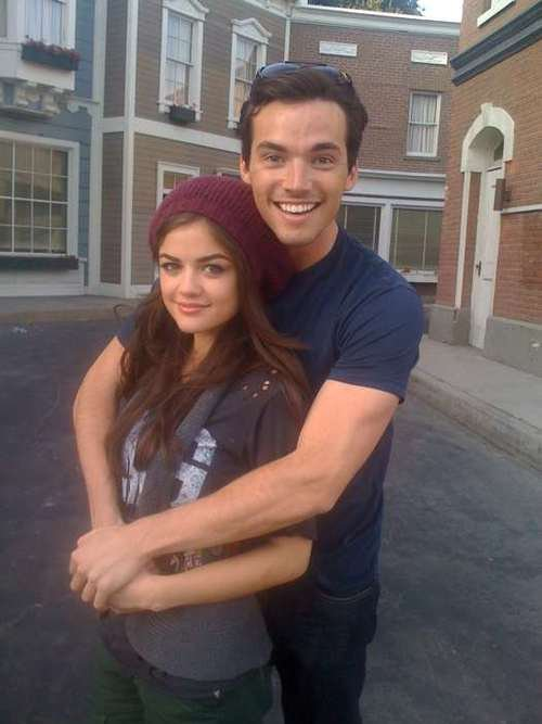 Who is dating in real life on pretty little liars