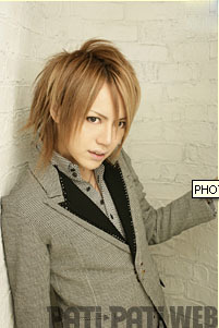 Who sings along side Shou in the song Q?