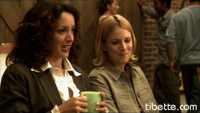 Who are Bette and Tina giving advice to in this scene?