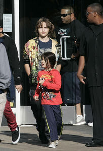 What was Blanket telling Omer Bhatti (red skinny jeans and black sneakers)?