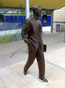 where is the statue of cary grant in ?
