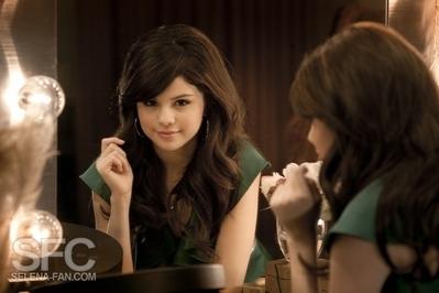 when was Selena Gomez born??????