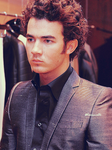 What time was Kevin Jonas born?