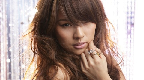 Which girl isn't a fan of Lee Hyori?