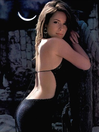where is holly marie combs(piper) born in ?