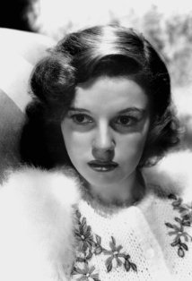celebrity height: how tall was judy garland ?