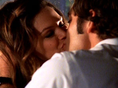 Did Sarah see Chuck kissing Lou in this scene?