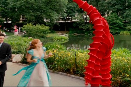 What colour was the man wearing that looked like a crab when Giselle & Robert were walking to the park
