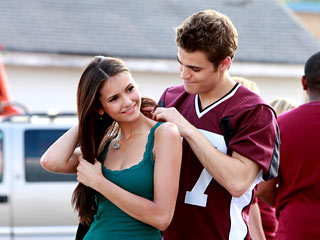 In which episode did Stefan gave Elena necklace with vervain?