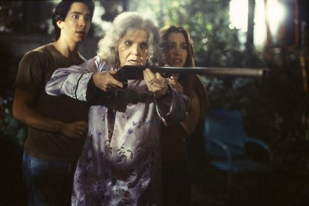Jeepers Creepers: How many secondes does the old lady with the chats give the Creeper to get off of her yard?
