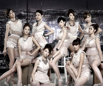 Which Nine Muses Member was born in Toronto, Canada?