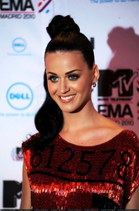 Which award did she win at the 2010 MTV EMA's?