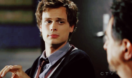 """While they were first looking at the case in """"Reflection of Desire"""", what was Reid eating?"""