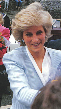 Which of Diana's son recently gave his fiancee her engagment ring that Charles gave her in 1981?