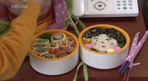 How many times does Jun-pyo receive rice and seaweed?