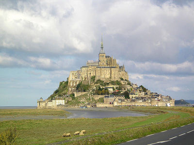 """In 2007, what was the population of """"Mont-Saint-Michel"""" ?"""