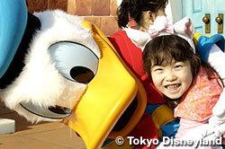 Tokyo Disneyland opens. Which year ?
