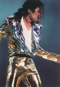 Who designed Michael's স্বর্ণ costume for the HIStory World Tour?