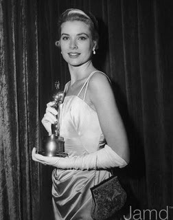 I love to watch the oscars....who is this classic actress with her oscar ?