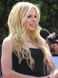 This picture shown that Avril Lavigne attended to the premiered of