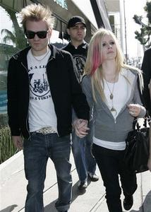 Which pictures shows Avril Lavigne new boyfriend after she divorced with ex-husband, Deryck Whibley?
