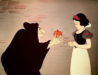 What did the Evil 皇后乐队 say to get Snow White to eat the posion apple?