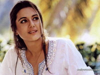 TRUE of FALSE: Preity Zinta has a degree in criminal psychology?